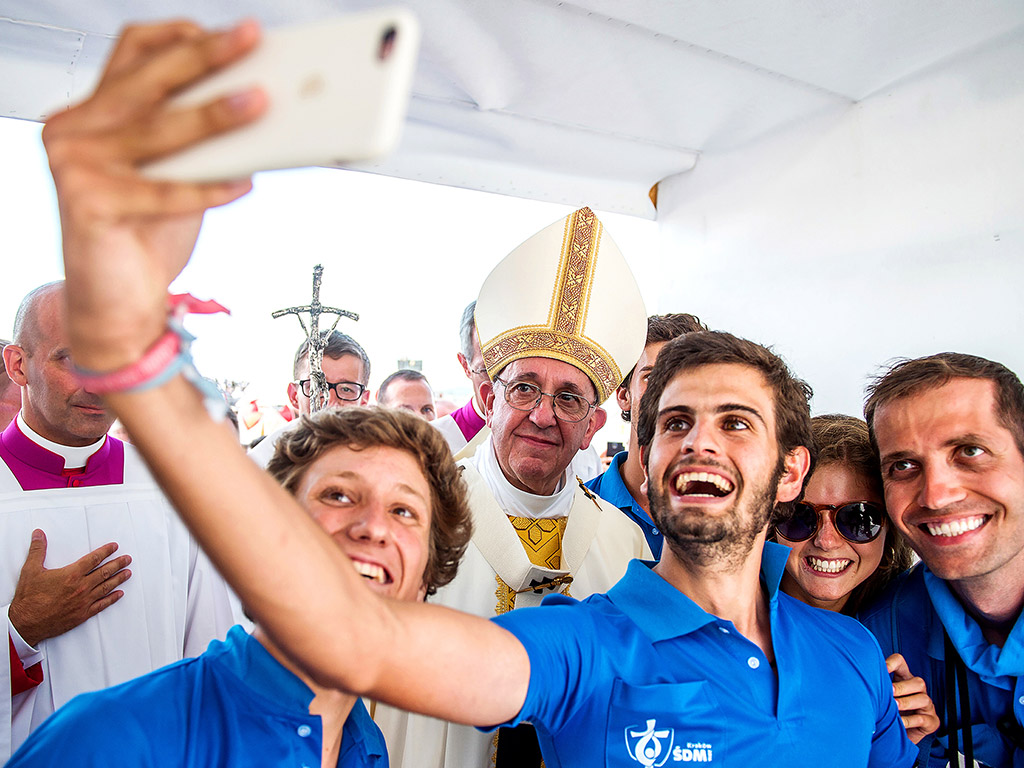 young-people-selfie-with-pope.jpg